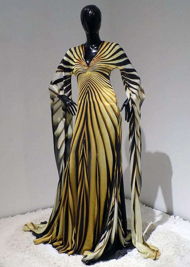 Imponente Vestido De Cavalli - Portal Luna de Miel