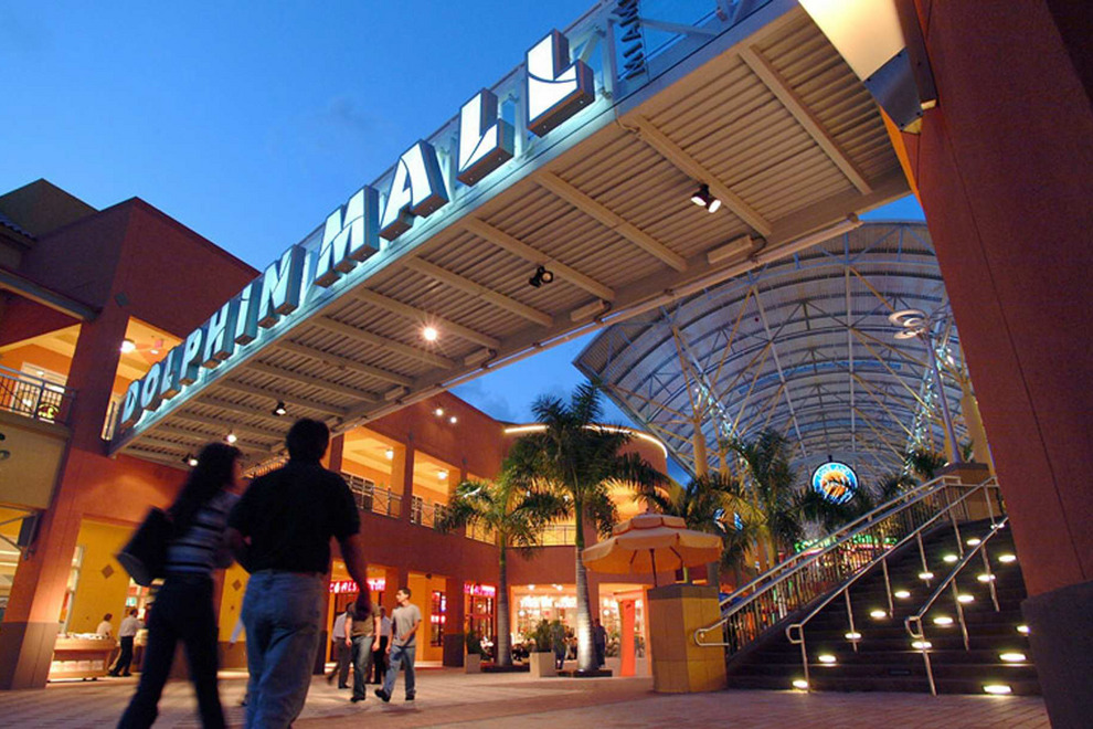 Dolphin-Malllos-mejores-destinos-para-ir-de-shopping-porta-luna-de-miel