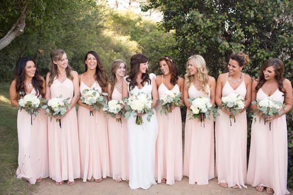 Stunning Wedding Dresses In Beige And Blush: ¿Eres Una Dama De Honor? 7 Actividades Que No Puedes