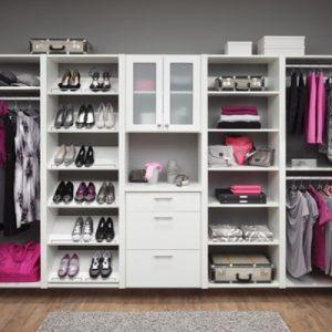 ¿Cómo organizar un closet perfecto para dos? 5 trucos que todas las parejas deberían conocer