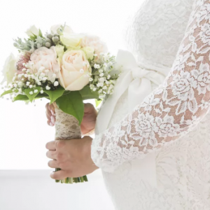 5 vestidos únicos para una novia en la dulce espera