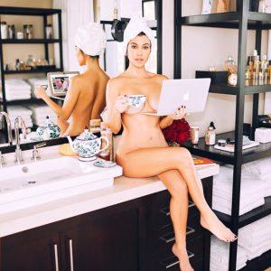 La mayor de las Kardashian lanza negocio de belleza